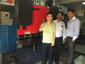 Klanten in India bezoeken fabrieken en kopen machines